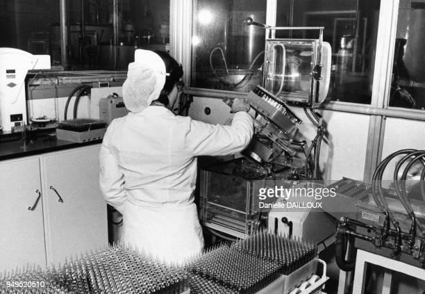 Chaîne de production de médicaments dans le laboratoire pharmaceutique Monot à Dijon en Côted'Or France