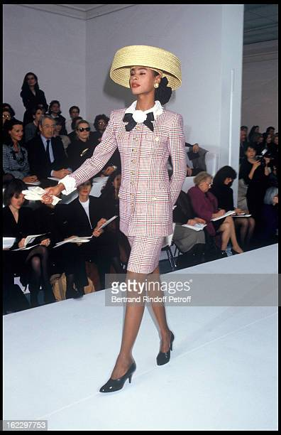 Chanel 1988 Spring/Summer ReadyToWear Fashion Show Paris