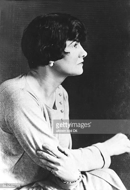 Chanel, Coco *19.08.1883-+Modeschoepferin, Frankreich- Halbportrait, Profilaufnahme- 1929