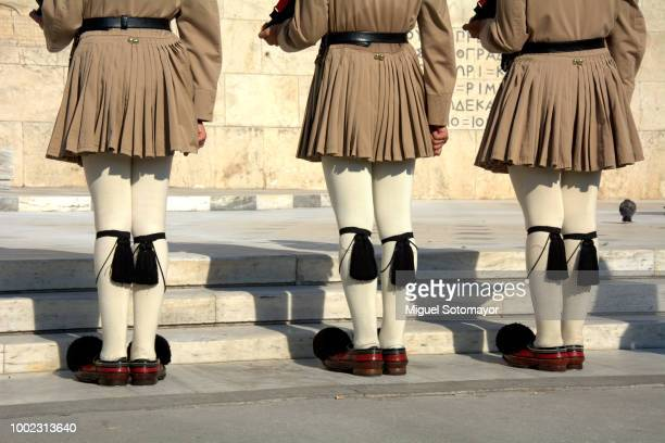 change of the guard in athens - シンタグマ広場 ストックフォトと画像