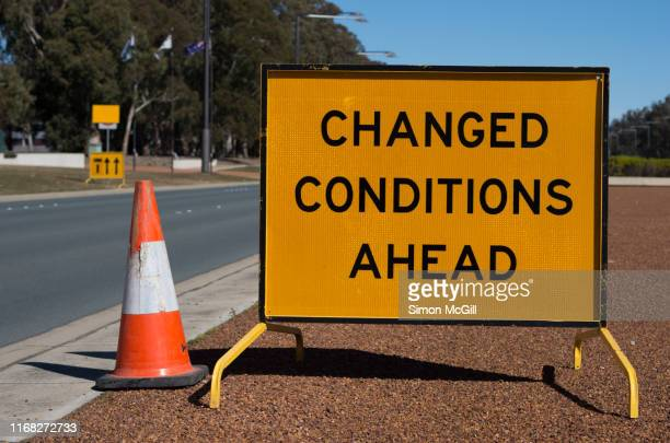'changed [traffic] conditions ahead' road warning sign - 臨時 ストックフォトと画像