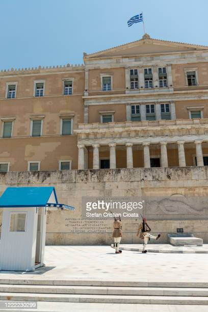 changing of presidential guards ceremony in athens, greece - ギリシャ国会議事堂 ストックフォトと画像