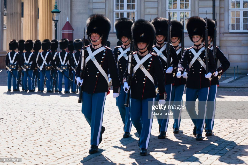Changing of the Guard ceremony at Amalienborg Palace, Copenhagen, Denmark : Foto stock