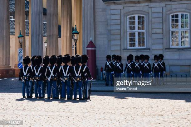 changing of the guard ceremony at amalienborg palace, copenhagen, denmark - mauro tandoi stock pictures, royalty-free photos & images