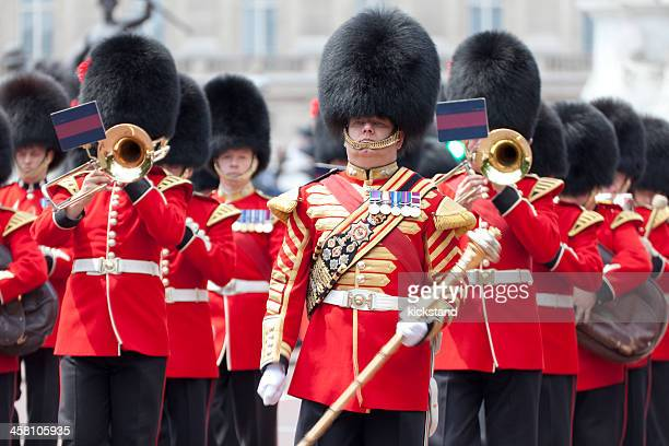 changing of the palace guards - honor guard stock pictures, royalty-free photos & images
