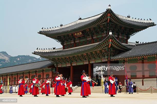 changing of the royal guard ceremony at gyeongbokgung - gyeongbokgung stock photos and pictures