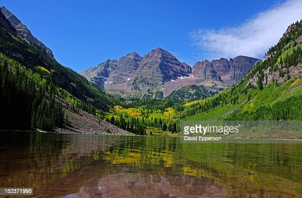 changing seasons at high mountain lake - maroon bells stock pictures, royalty-free photos & images