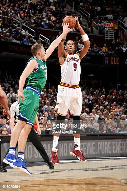 Channing Frye of the Cleveland Cavaliers shoots the ball during the game against the Dallas Mavericks on March 16 2016 at Quicken Loans Arena in...