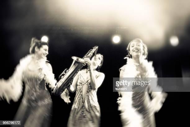 chanson d'amour pour la soirée passionnante - jazz music 1920s stock photos and pictures