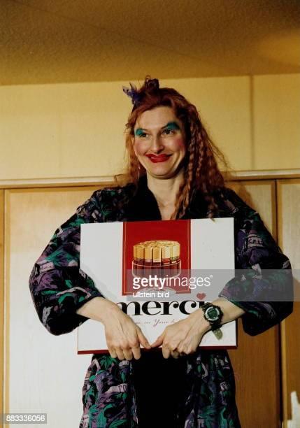 1961 Chansonsängerin Schauspielerin Entertainerin D als Mechthild Magda Huschke in dem Stück 'Nichts Schöneres' von Oliver Bukowski Bernd Mottl Ort...