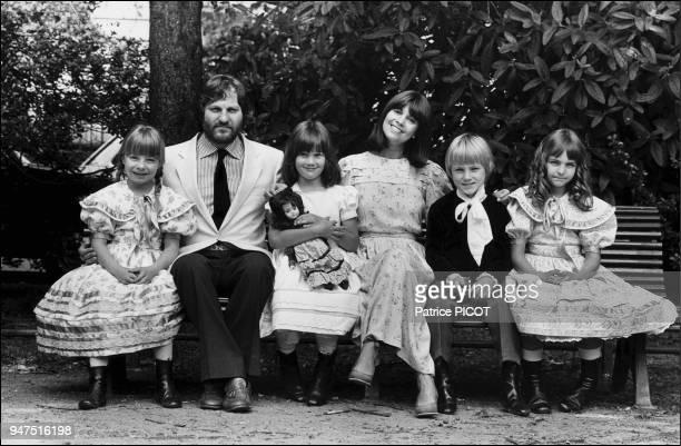 Chantal Goya with Jean Jacques Debout set of Les mahleurs de Sophie by Jean Claude Brialy 1979