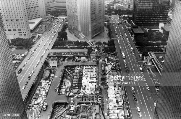 Chantier de construction d'un immeuble dans le quartier de Nishi Shinjuku à Tokyo en 1990 Japon