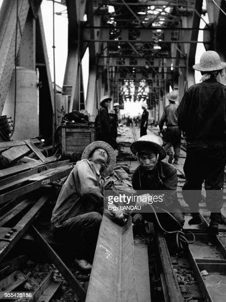 Chantier de construction d'un pont sur le fleuve Yangzi Jiang à Hankou en Chine
