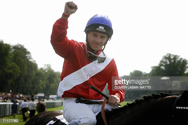 English jockey Sebastian Sanders waves after winning the 157th Prix de Diane horse racing with English horse Confidential Lady, 11 June 2006 in...
