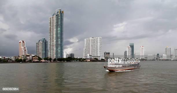 chao phraya express boot - gwengoat stockfoto's en -beelden