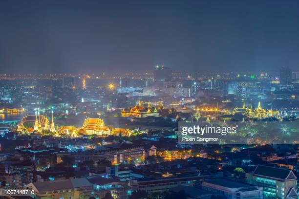 chao phraya river with grand palace, wat phra kaew and wat pho at night - wat stock pictures, royalty-free photos & images