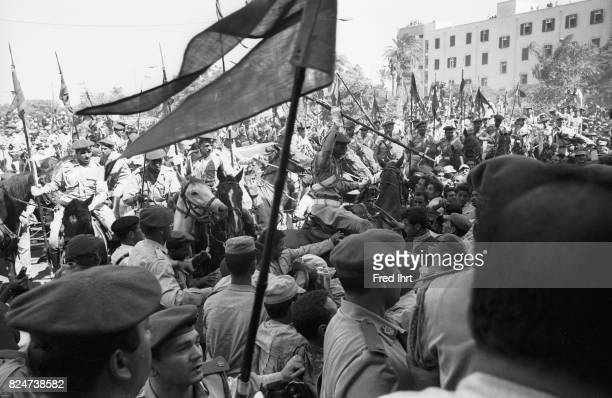 Chaos breaks out in the crowd of mourners at the funeral procession of President Gamal Abd al-Nasser in the streets of Cairo, 1. Oktober 1970. Many...