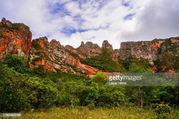 chapada dos guimarães sandstone cliffs - cerrado stock pictures, royalty-free photos & images