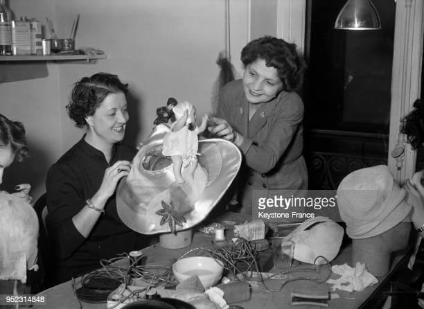 Chapeau de 'Catherinette' à Paris France en 1951