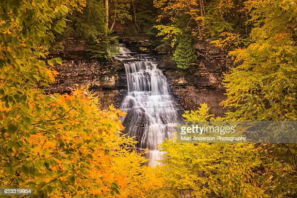 chapel falls in fall color - munising michigan stock pictures, royalty-free photos & images