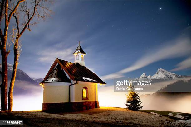 chapel lockstein in berchtesgaden with watzmann view - berchtesgaden stock pictures, royalty-free photos & images