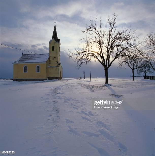 Chapel of Gradnitz near Zwettl during the winter Photograph Around 2004 [Ortskapelle von Gradnitz bei Zwettl im Winter Photographie Um 2004]