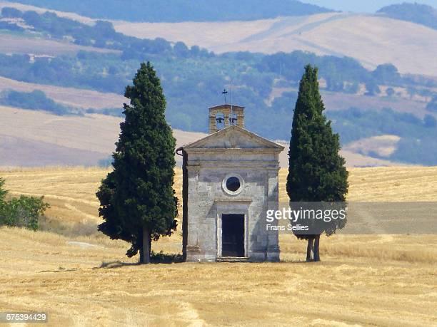 chapel of vitaleta in val d'orcia - frans sellies stockfoto's en -beelden