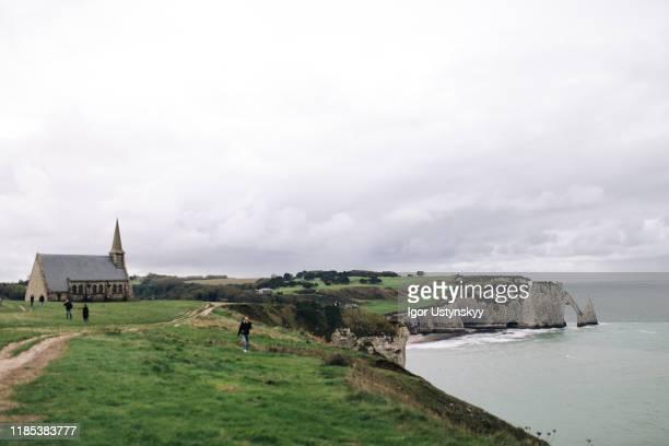 chapelle notre-dame-de-la-garde in étretat, france - calvados stock pictures, royalty-free photos & images