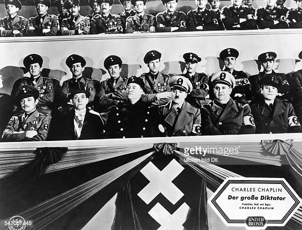 Chaplin Charlie Actor film director Great Britain *16041889 Scene from the movie 'The Great Dictator' as dictator Hynkel Jack Oakie as dictator...