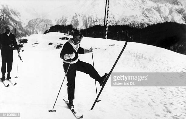 Chaplin Charlie Actor film director Great Britain *16041889 Chaplin learning how to ski in St Moritz Switzerland 1931 Vintage property of ullstein...