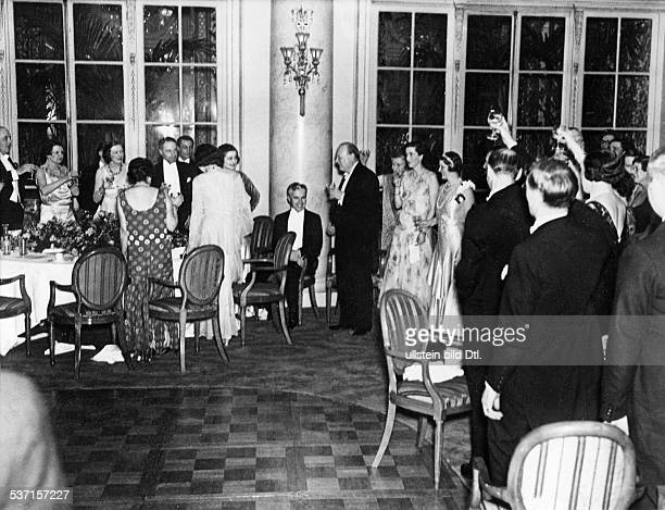 Chaplin Charlie Actor film director Great Britain a toast on Chaplin in the Carlton Hotel London on the occasion of the premiere of 'City Lights'...