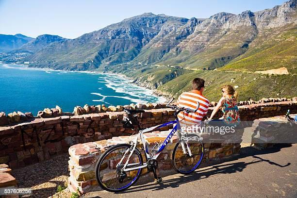 Chapmans pico, ciudad del cabo, pareja de turistas, bicicletas, lugar de belleza,
