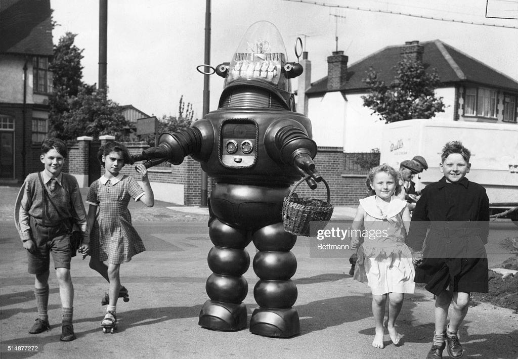 Robby the Robot Walks with Children : News Photo