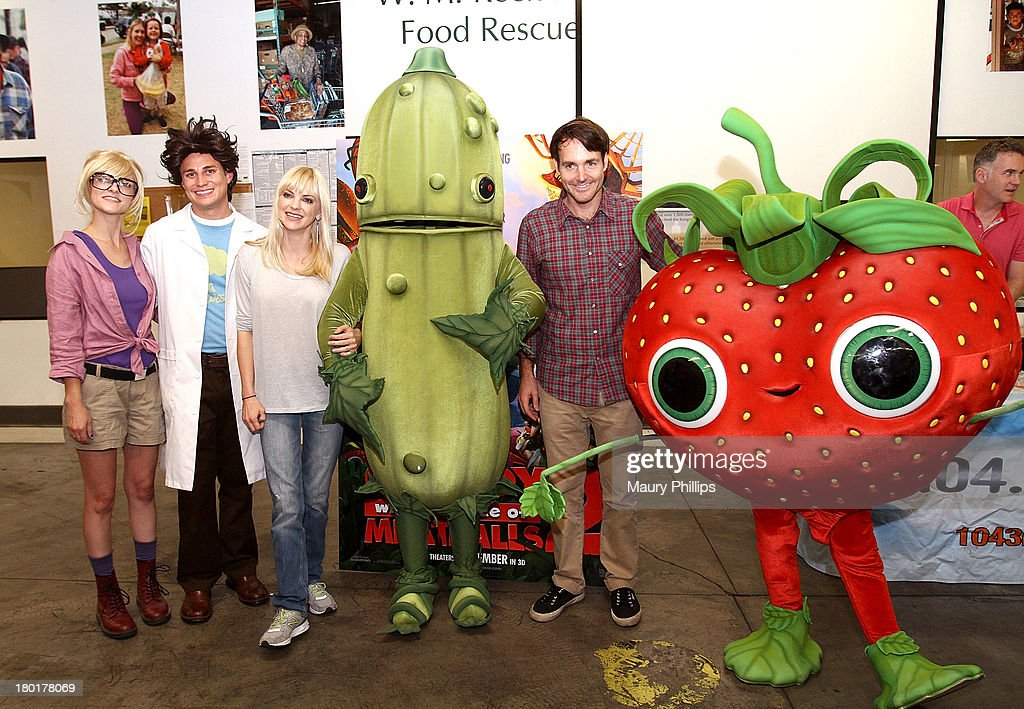Characters Sam, Flint, actress Anna Faris and Will Forte (2nd R) at the Los Angeles Regional Food Bank with Feeding America for Sony Pictures Animation's 'Cloudy with a Chance of Meatballs 2' on September 9, 2013 in Los Angeles, California.