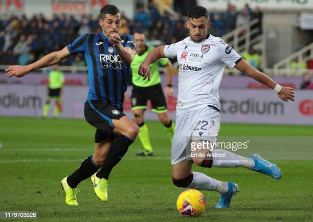 Charalampos Lykogiannis of Cagliari Calcio is challenged by Remo Freuler of Atalanta BC during the Serie A match between Atalanta BC and Cagliari...