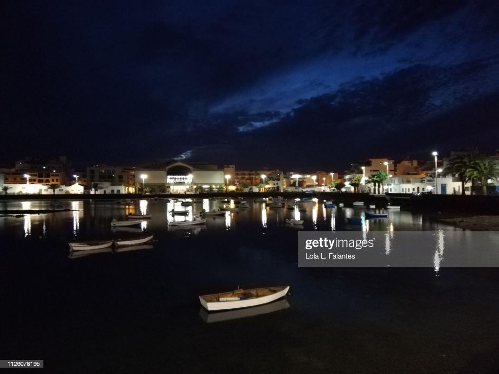 Charco de San Ginés at night, Arrecife : Foto de stock