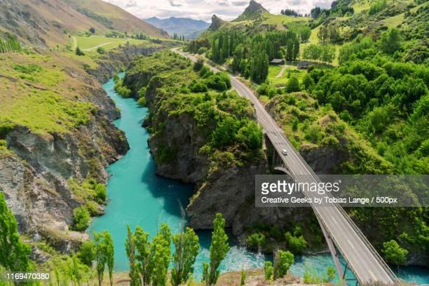 chard farm and sh 6 in gibbston valley - ニュージーランド南島 ストックフォトと画像