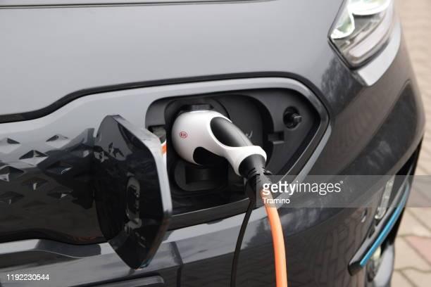 起亜e-ニロ車の充電プロセス - キア ストックフォトと画像