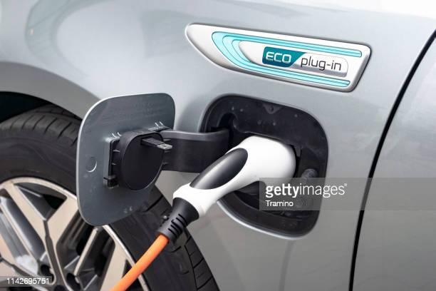 charging process in kia optima plug-in vehicle - hybrid vehicle stock pictures, royalty-free photos & images