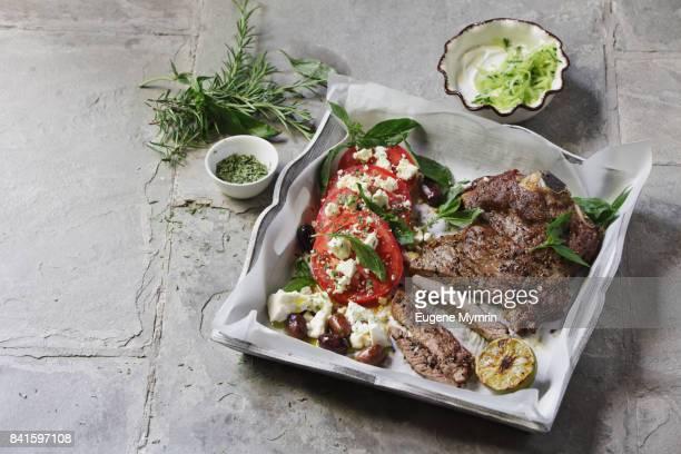 char-grilled beef steak with herbs, tomato and feta salad - aliment grillé au charbon de bois photos et images de collection