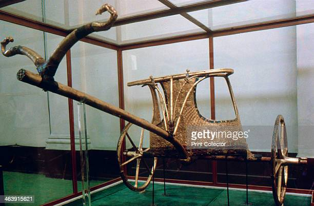 Chariot from the tomb of Tutankhamun 14th century BC From the Treasure of Tutankhamun discovered in the pharaoh's tomb and today kept at the Cairo...