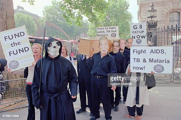 charities protesting in downing street - pallbearer stock pictures, royalty-free photos & images