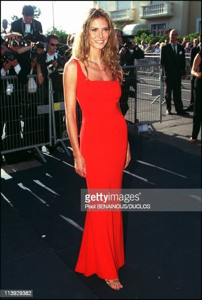 AMFAR charity gala evening the arrival of the guests at the Palm Beach In Cannes France On May 18 2000Heidi Klum