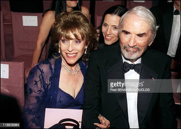 AMFAR charity gala evening the arrival of the guests at the Palm Beach In Cannes France On May 18 2000Gregory Peck and wife