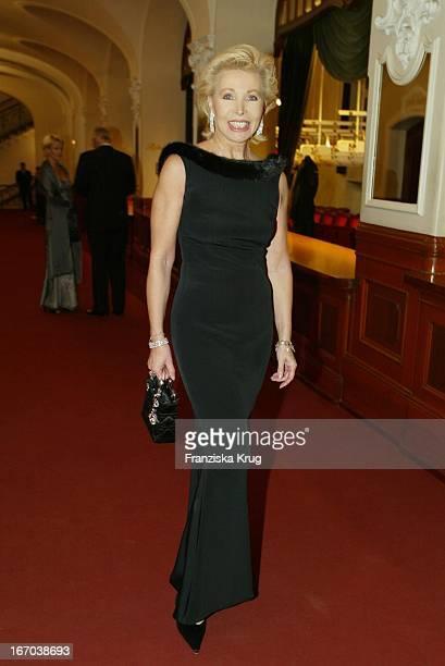 Charity Lady Ute Ohoven Bei Der Ankunft Zu Den World Awards In Hamburg
