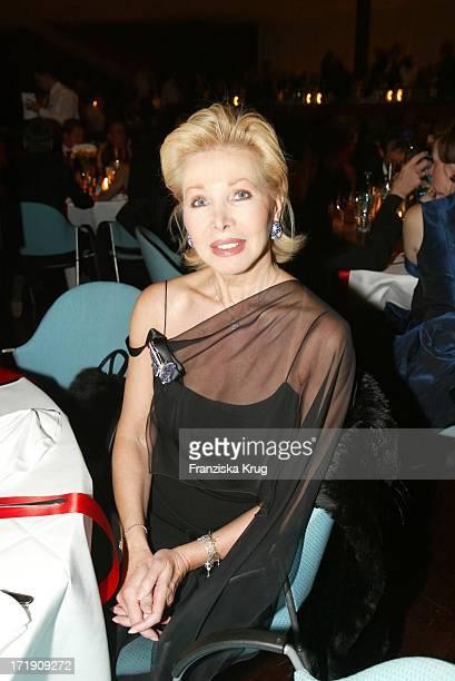 Charity Lady Ute Ohoven Bei Der Radio Regenbogen Benefizgala 'Ball Der Sterne' Mit Dem Motto 'Royal Night'