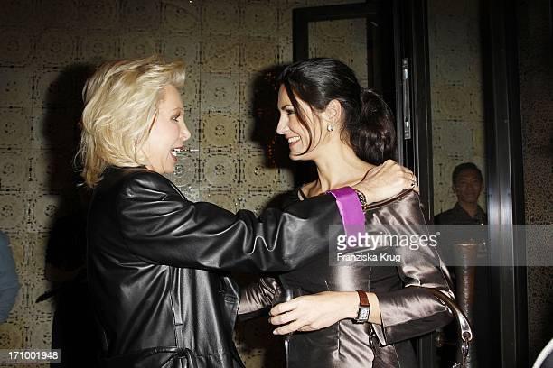 Charity Lady Ute Ohoven Und Schauspielerin Mariella Ahrens Beim Charity Dinner Zu Gunsten Lebensherbst E V Im Uma Restaurant Im Hotel Adlon In Berlin...