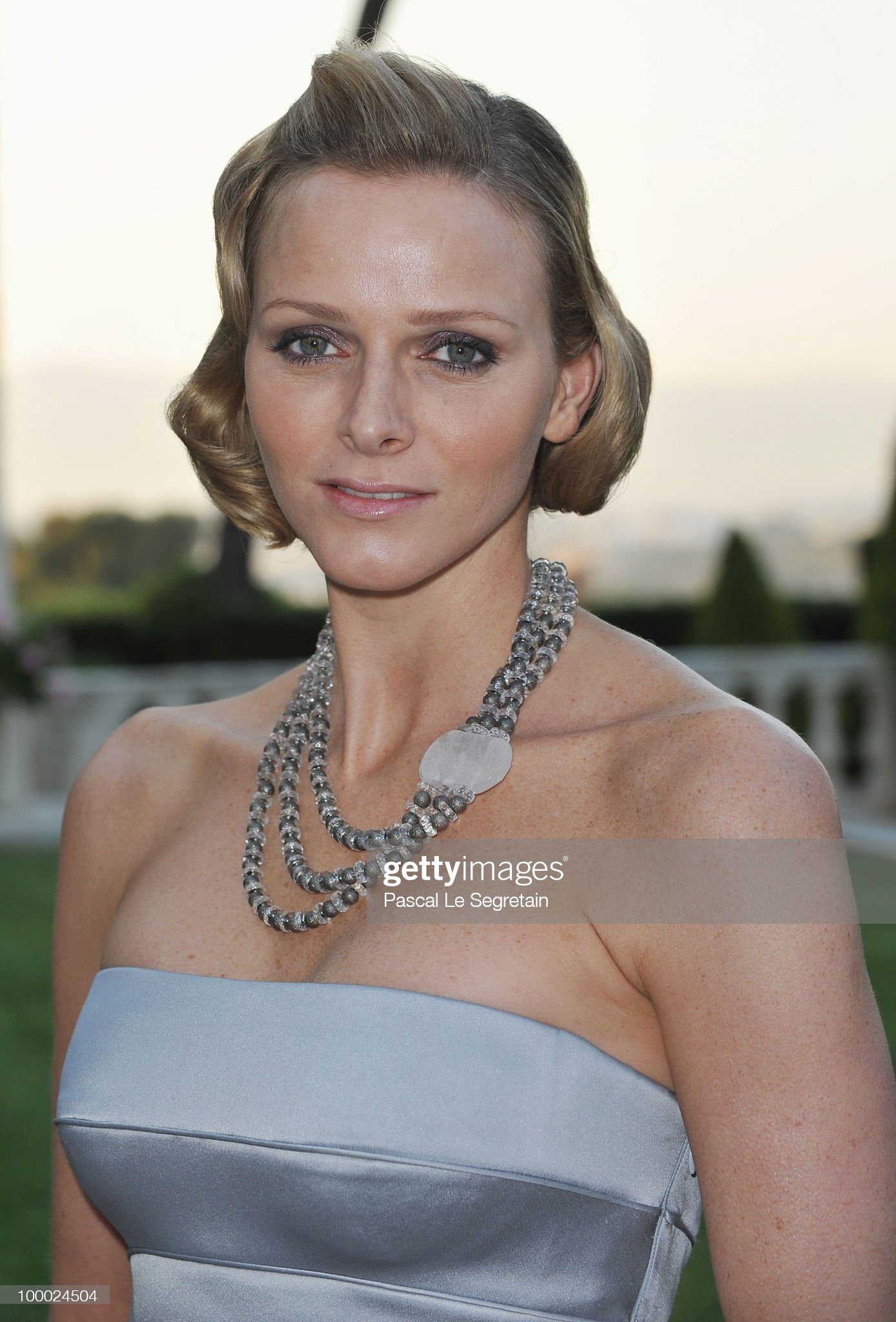 2010 amfAR's Cinema Against AIDS Gala - Roaming Arrivals : News Photo