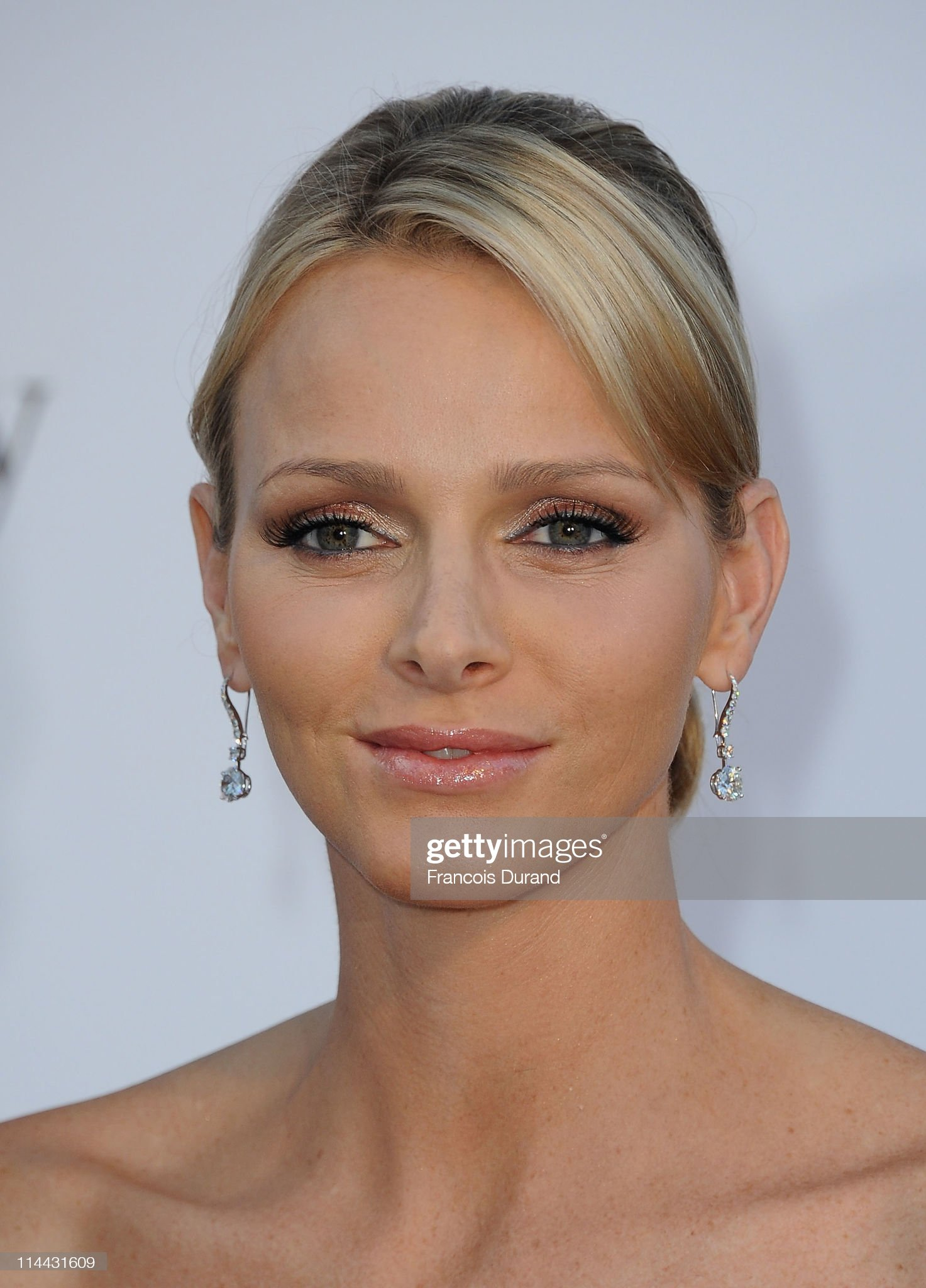 2011 amfAR Cinema Against AIDS - Red Carpet Arrivals : News Photo