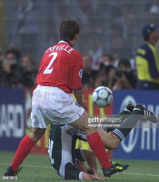 EURO 2000 Charleroi ENGLAND DEUTSCHLAND vlnr Gary NEVILLE/ENG Lothar MATTHAEUS/GER